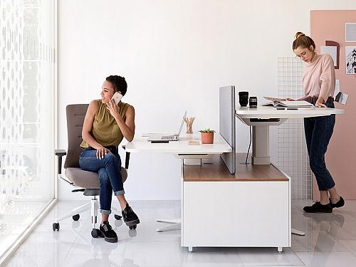 Work standing up, tips to improve ergonomics and well-being